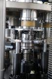 Wegwerfpapierkaffeetasse, die Maschine bildet