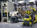 Alimentador automático da folha da bobina com Straightener e uso de Uncoiler na linha da máquina da imprensa e da imprensa