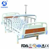 Medizinisches Bett mit Overbed Tisch &I.V Pole