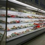 Abrir o tipo refrigerador comercial do supermercado para bebidas
