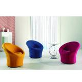 덮개를 씌운 거실 의자