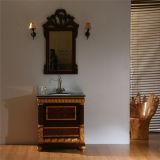 Neuer Fußboden, der festes Holz-Badezimmer-Schrank steht
