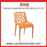 Armlessまたは大人のプラスチック注入の藤の椅子型
