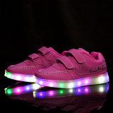 Pattini luminosi dei bambini nuovi LED per le ragazze dei ragazzi
