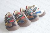 子供の小さい男の子(RF16247)のための2016の新しい子供PUの靴
