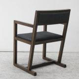 豪華な様式の古典的な木の家具の木の椅子