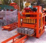 Feste Form-Schwingung-Höhlung-/Straßenbetoniermaschine-Ziegelstein-Produktionszweig der Deutschland-Technologie-Qtj4-26 in Afrika