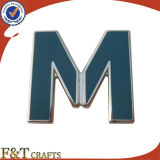 Ontwerp Uw Eigen Kenteken van het Metaal van de Vorm van de Brief M van de Manier van het Embleem (FTBG1433A)