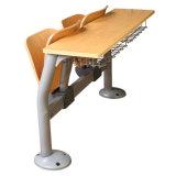 Mesa e cadeira do estudante da escola