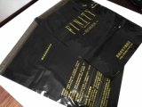 Freie Beispielschwarze Farben-flacher Post-Plastikumschlag mit Firmenzeichen