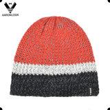 Chapéu feito malha Colorido da senhora Forma Listra Confeção de malhas com forro interno do velo