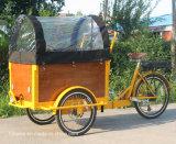 يحمل يطوي إطار درّاجة على عمليّة بيع