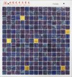 Голубая плитка плавательного бассеина