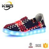 Ботинки взрослых СИД оптовой продажи изготовления Jinjiang удобные светлые с кабелем обязанности USB