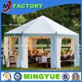 Tienda de campaña al aire libre de lujo de la familia para el banquete de boda