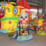 子供の遊園地の回転平面の小型謝肉祭は乗る(DJ20140501)