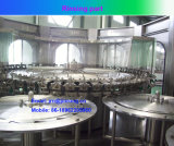 Máquina de rellenar del agua destilada en botellas del animal doméstico