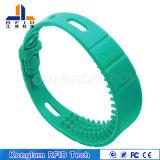 El silicón brillante RFID de los colores impermeabiliza el Wristband para la playa de baño