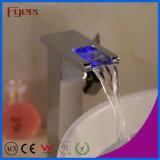 Rubinetto d'ottone del bacino della cascata LED della Auto-Generazione dell'alto ente di Fyeer