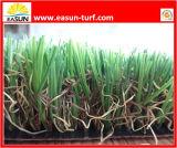 A resistência UV de vista natural residencial, jardim, ajardina a grama artificial