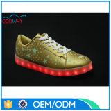 La calidad LED de la marca de fábrica enciende para arriba los zapatos adultos para las mujeres