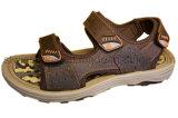 Sandálias da praia das sapatas dos esportes dos homens