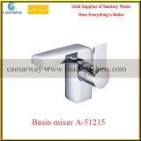 Mélangeur sanitaire de l'eau de bassin de salle de bains d'articles de traitement simple de cascade à écriture ligne par ligne