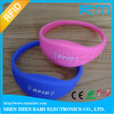 Precio de fábrica 13.56MHz F08 Chip RFID pulsera de silicona para el partido