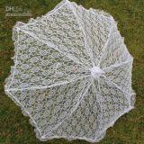 Le métier de main a fait à tissu de lacet le parapluie blanc de parasol de mariage