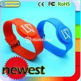 Bracelet de l'IDENTIFICATION RF NFC en caoutchouc de silicones de NTAG203 NTAG213 pour le stationnement de l'eau