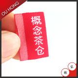 Escritura de la etiqueta principal de alta densidad del color rojo de la venta al por mayor de la muestra libre, escritura de la etiqueta tejida