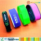 Wristband feito sob encomenda do silicone TK4100 dos TERMAS RFID da impressão do logotipo