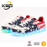 偶然靴を実行する卸し売り高品質の照明LED靴LED USBの料金