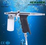La aplicación de la belleza del oxígeno del agua recupera la piel a brillante joven húmedo