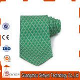 Les hommes de bonne qualité raffinent la cravate de soie de couleur