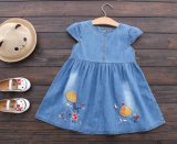 Kind-Mädchen-Form-Sommer-Kleid-Denim gedruckte Fußleiste