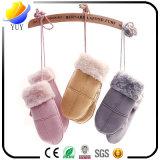 Перчатка зимы теплая трудная