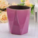 Envase de cerámica tallado de la vela con final Crack