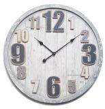 Bois gris avec l'horloge de mur en bois augmentée de cadran de numéro