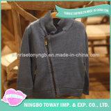 Il ragazzo del bambino scherza il cardigan lavorato a mano cappotti del blu marino del maglione