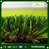 Het distinctieve Gras van het Gras van het Ontwerp Kunstmatige Synthetische Groene