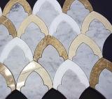 壁のための不規則なWaterjetカラーラの白い大理石のモザイク・タイル