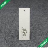 衣服のための厚い白書のカードのこつの札