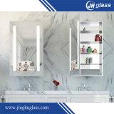 Governo fissato al muro dello specchio della stanza da bagno del MDF di bianco