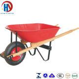 Verniciare la carriola rossa con la maniglia di legno