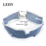 淡いブルーのハンドメイドの穴のデニムのジーンズのチョークバルブのネックレス