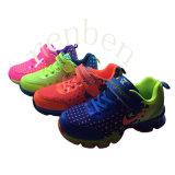 Pattini casuali della scarpa da tennis dei nuovi bambini arrivanti di modo