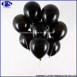 空気が付いている金属黒い気球は気球の真珠カラー気球を膨脹させる