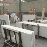 Bancadas brancas puras do banheiro da pedra de quartzo