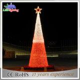 A corda ao ar livre da decoração do feriado da rua ilumina árvores de Natal do diodo emissor de luz